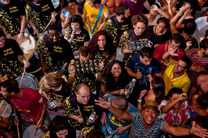 rotc with monobloco + crowd @ circo voador 22 dec 2012